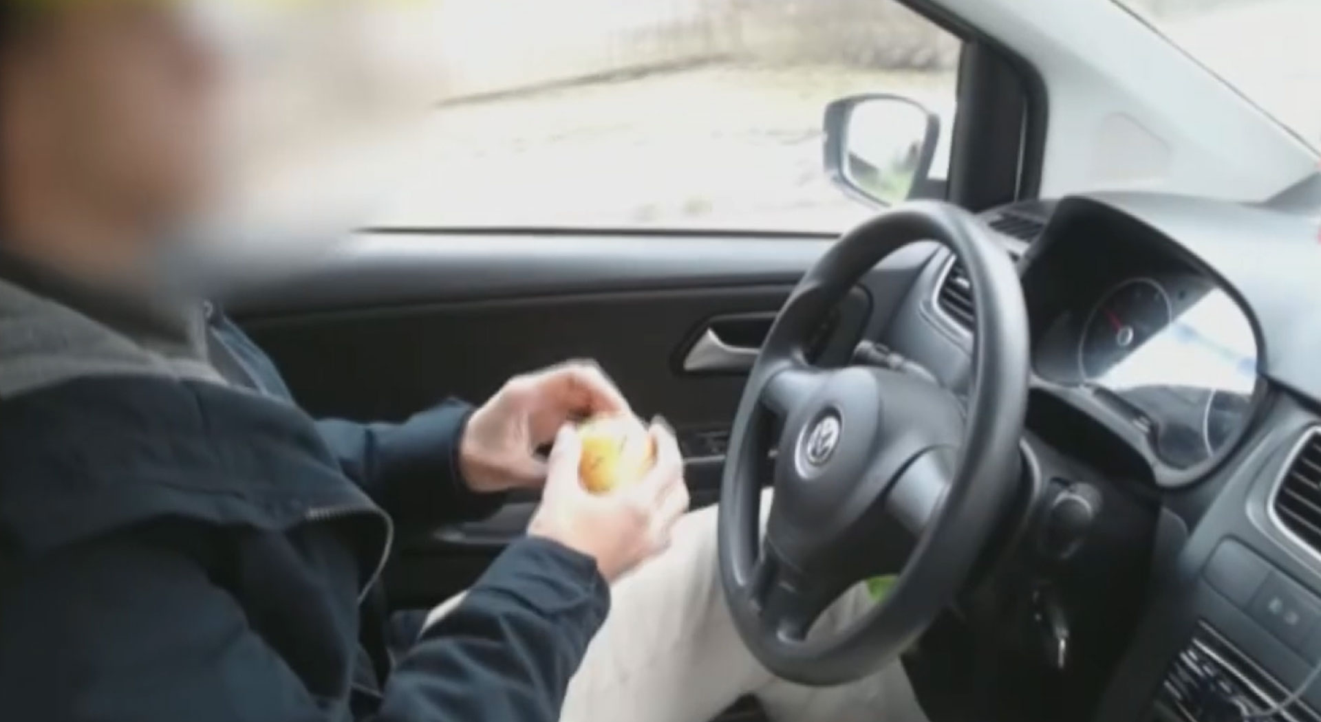 Motoristas são mais prudentes quando não estão sozinhos no carro, diz estudo